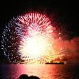 湖面の花火